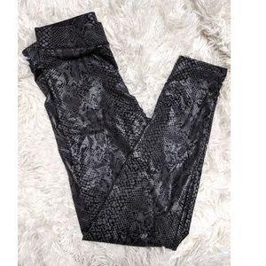 VS Pink | Snake Skin Metallic Print Crop Leggings